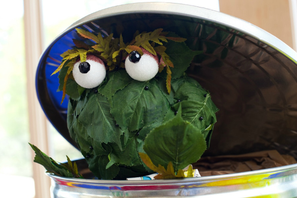 Awesome Oscar The Grouch Leaf Decoration