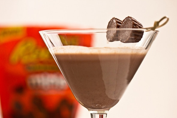 Chocolate Peanut Butter Cup Martini | 10 NYE Cocktail Ideas | Pretty My Party