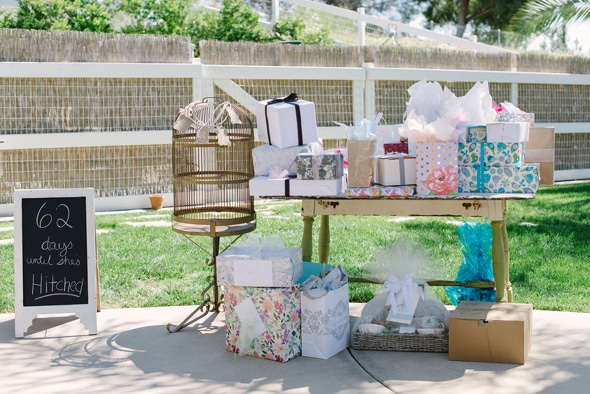 Gift Table Wedding Ideas: Vintage Chic Bridal Shower