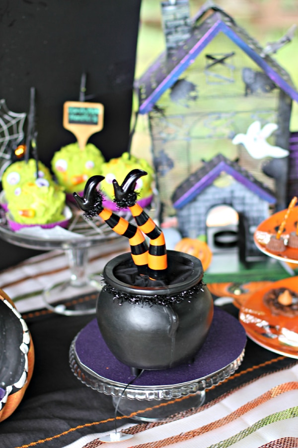 halloween-witch-decor-2