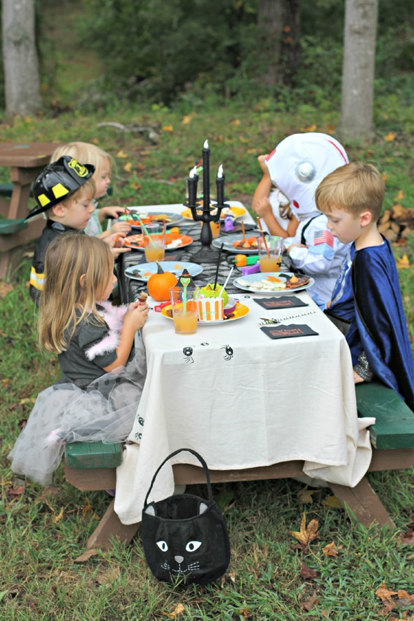kids-halloween-party-table-idea