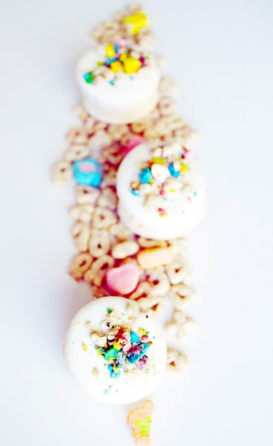 lucky-charms-macaroons