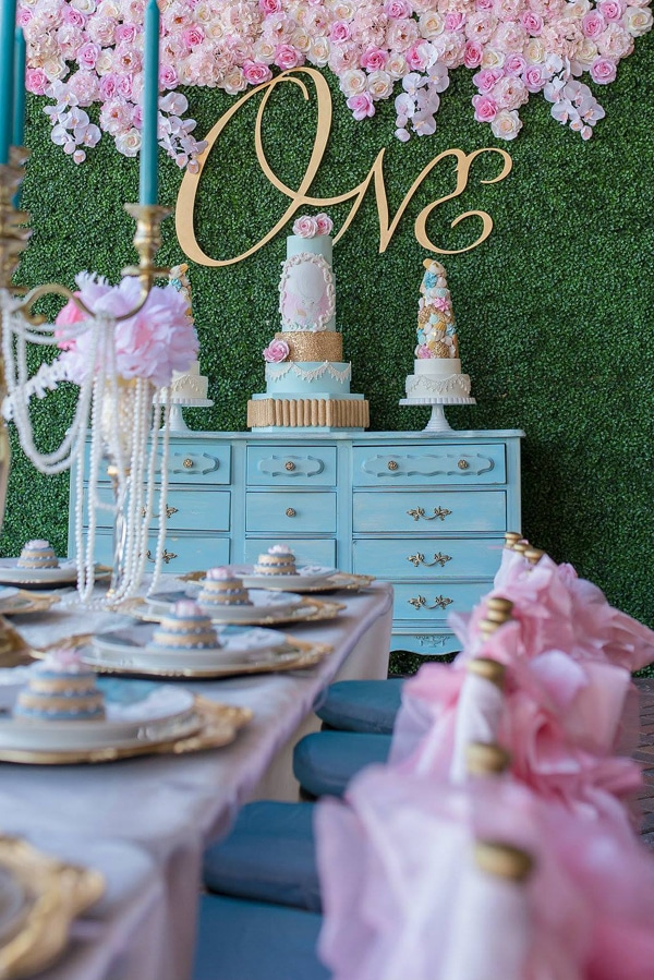 marie-antoinette-1st-birthday-party-setup
