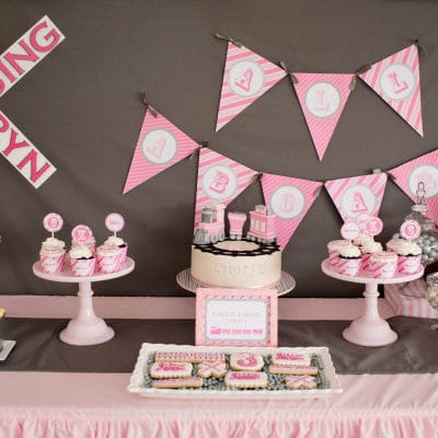 girly-train-birthday-party-table-ideas