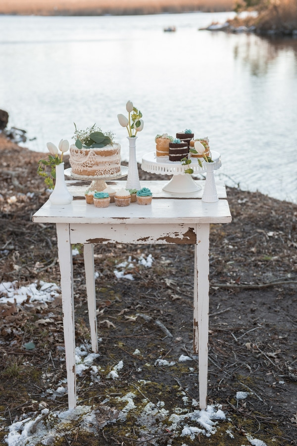 turquoise-white-styled-shoot-dessert-table