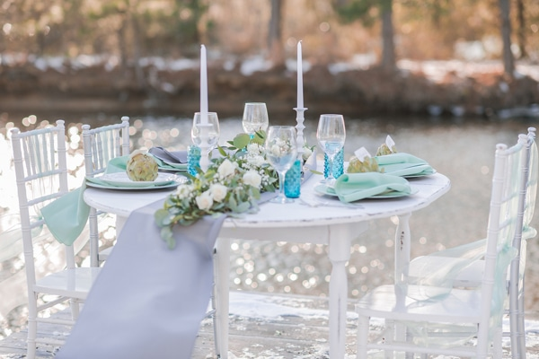 turquoise-white-styled-shoot-table-3