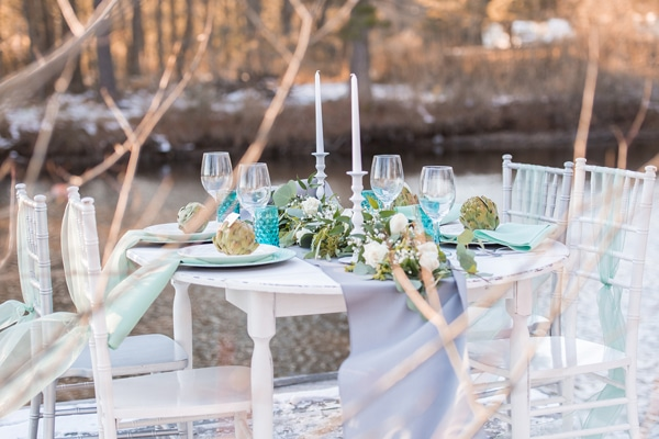turquoise-white-tablescape
