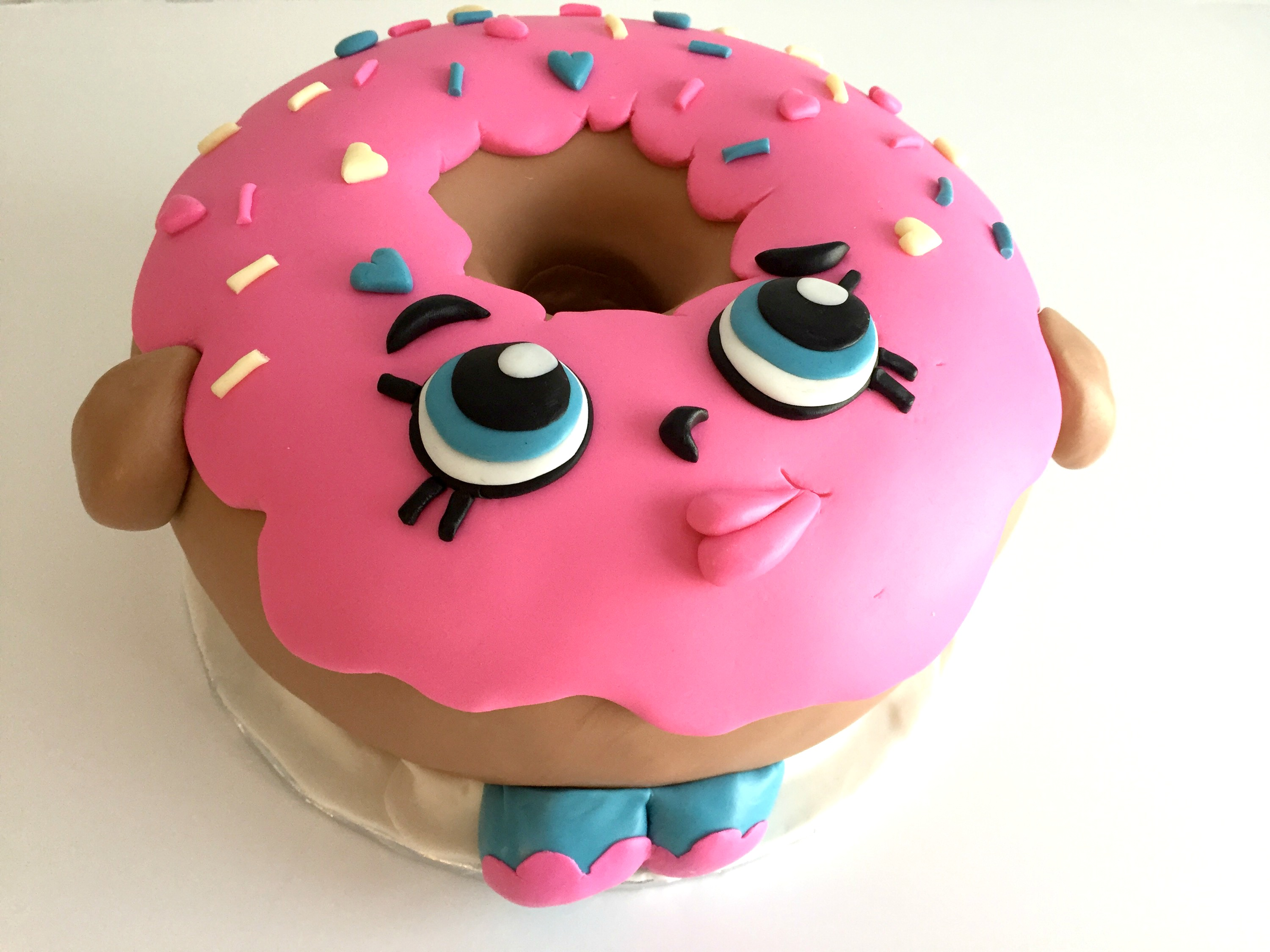 10 adorable shopkins cakes that will wow your guests for Anniversary cake decoration