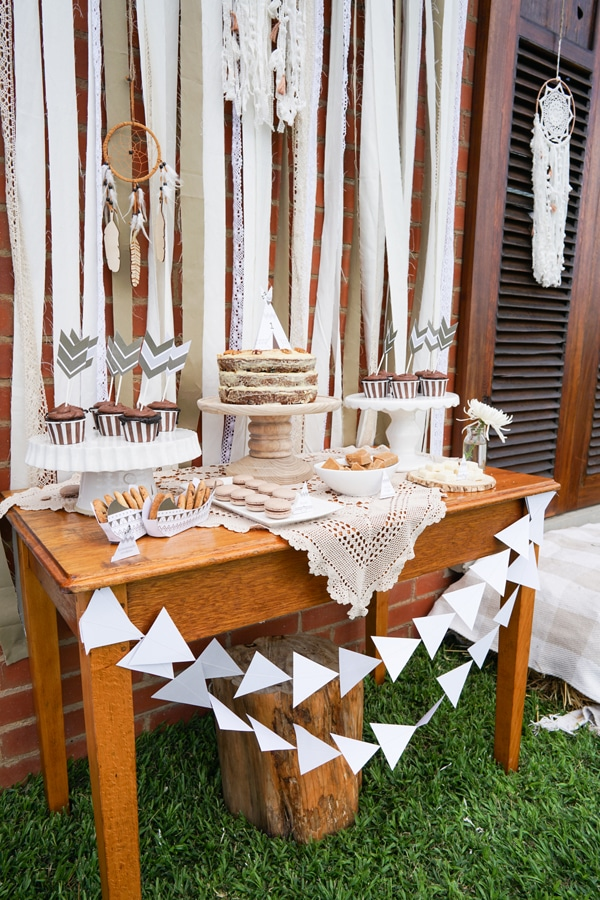 tribal-tee-pee-1st-birthday-cake-table