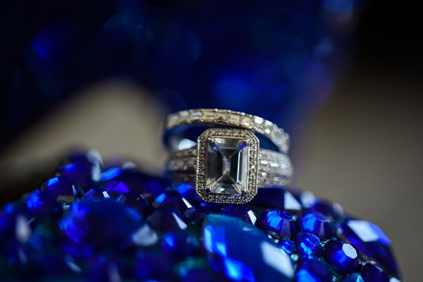 colorful-las-vegas-back-yard-wedding-rings