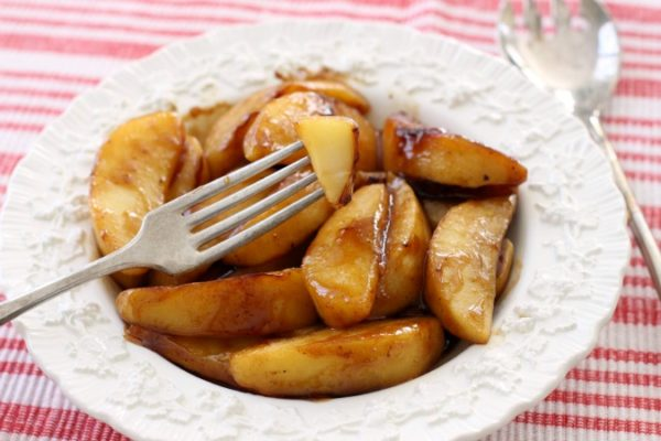 Skillet Cinnamon Apples, Best Skillet Dessert Recipes via Pretty My Party