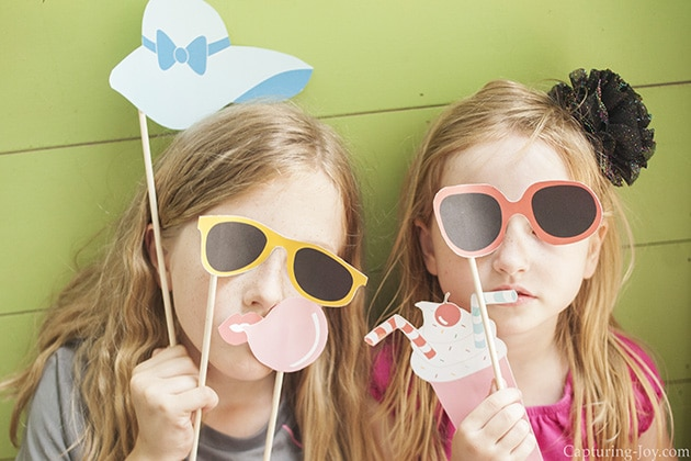 DIY Photo Booth, 5 Backyard End of Summer Party Ideas via Pretty My Party