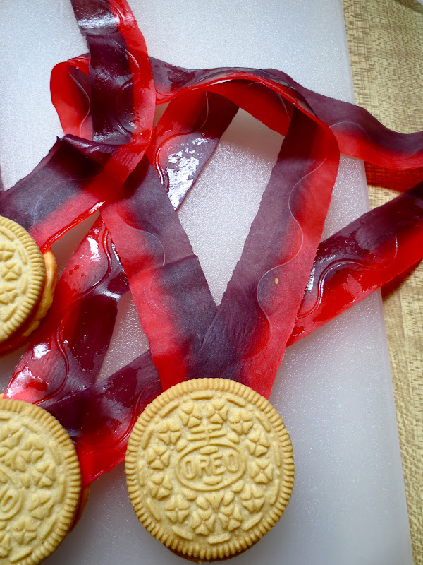 DIY Oreo Olympic Medals, 3 Creative Olympic Party Ideas via Pretty My Party