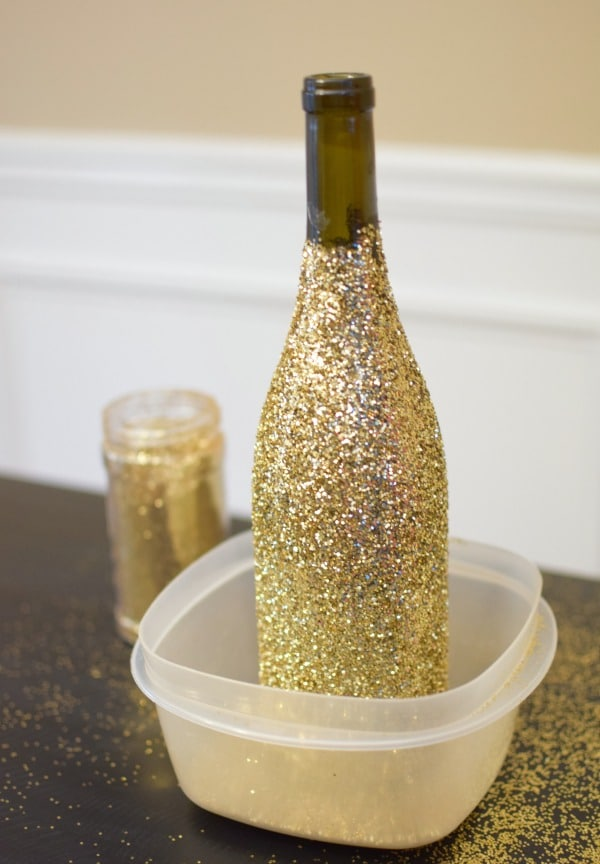 DIY Glitter Bottle Balloon Centerpiece | Pretty My Party