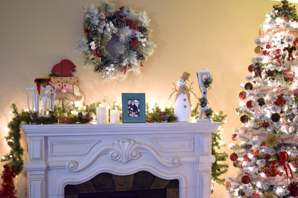 Christmas Fireplace Mantel Decor | Pretty My Party