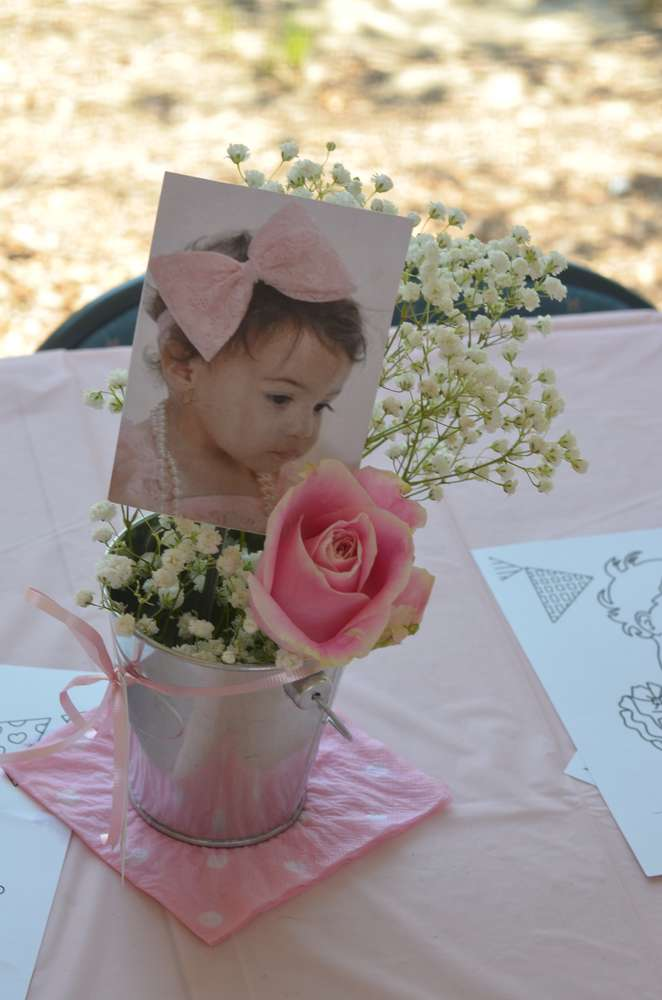 A baby photo as a table centerpiece for a 1st birthday