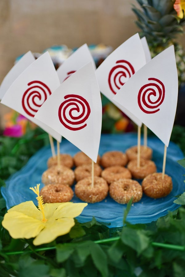 27 disney moana birthday party ideas pretty my party diy moana donut boats solutioingenieria