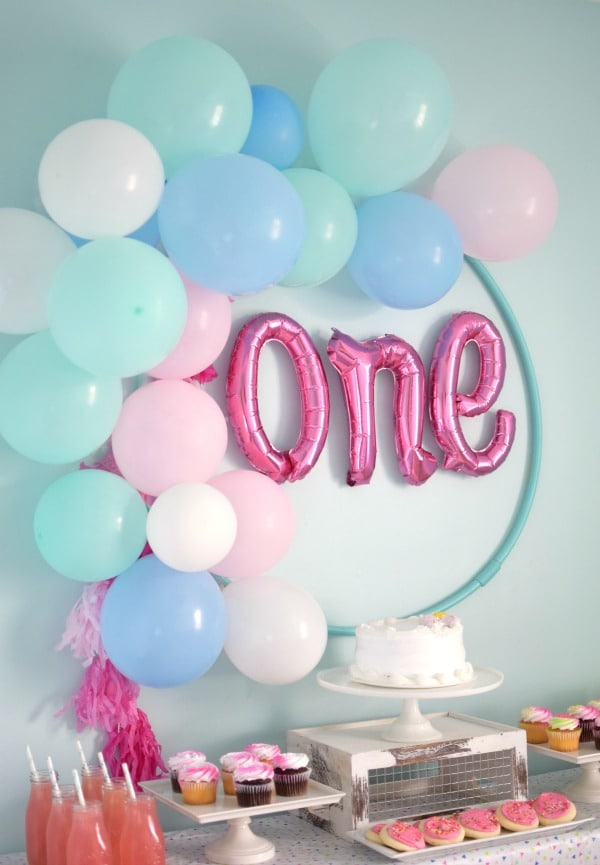 DIY Balloon Hula Hoop Wreath