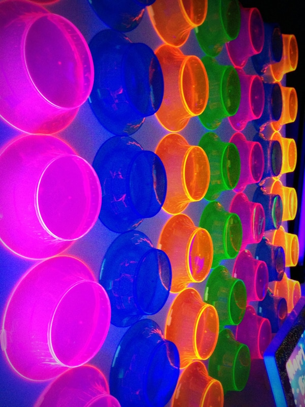 20 epic glow in the dark party ideas pretty my party diy neon bowl party backdrop pretty my party solutioingenieria Images