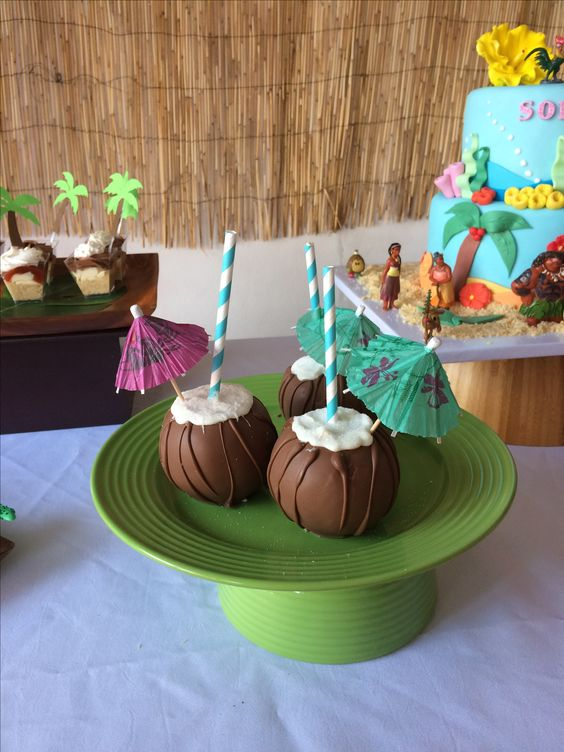 Coconut Cupcakes - Moana Party Ideas