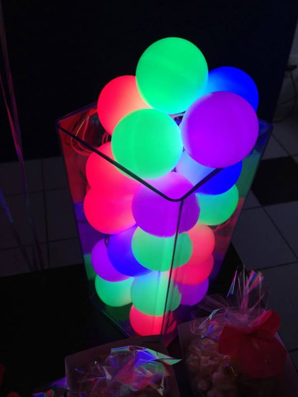 20 epic glow in the dark party ideas pretty my party glow in the dark balloon party decor idea pretty my party solutioingenieria Images