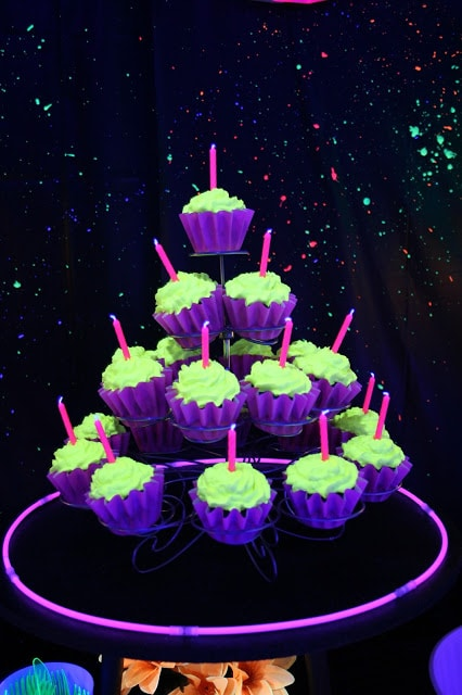 20 epic glow in the dark party ideas pretty my party glow in the dark cupcakes pretty my party solutioingenieria Images