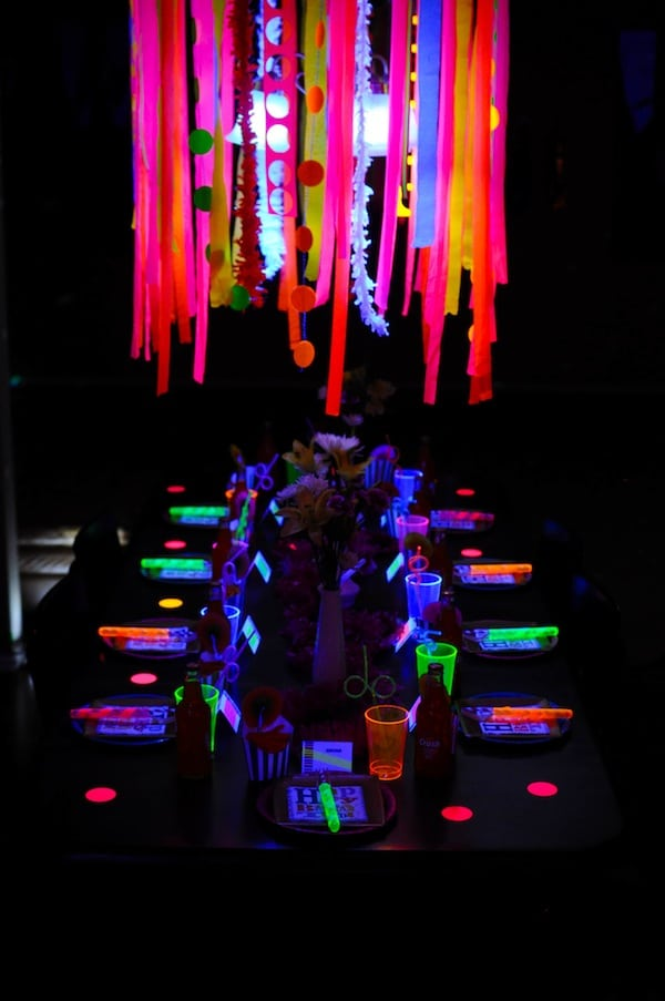 20 epic glow in the dark party ideas pretty my party neon glow in the dark party table pretty my party solutioingenieria Images