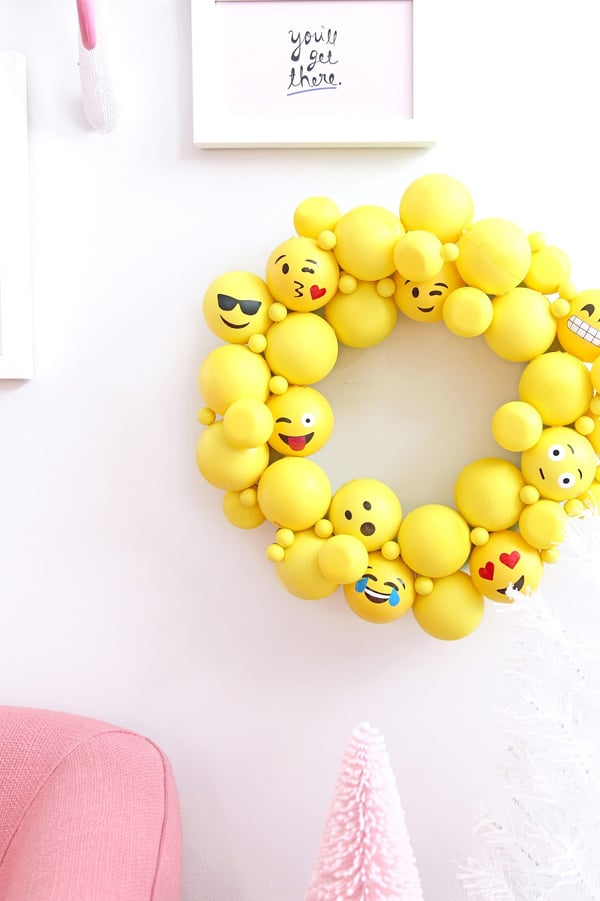 DIY Emoji Wreath | Emoji Birthday Party Ideas