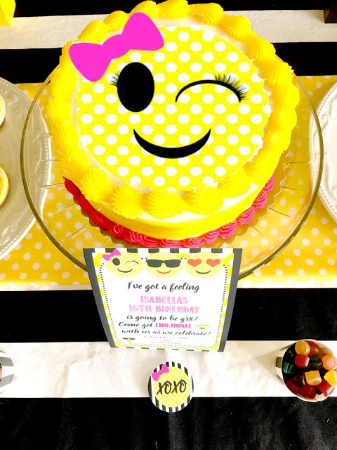 Emoji Cake | Emoji Birthday Party Ideas