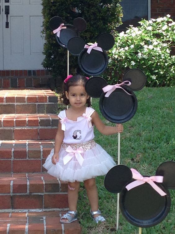 DIY Minnie Mouse Party Entrance