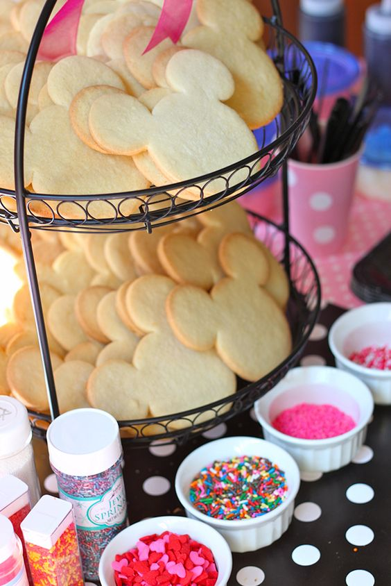 DIY cookie station for Minnie Mouse cookies.