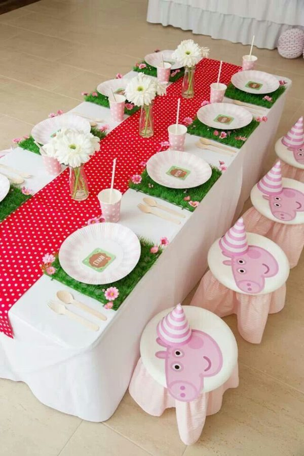 Peppa Pig Birthday Party Table Setting