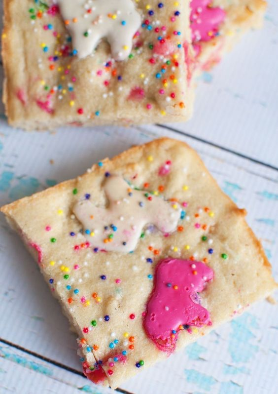 Circus Animal Cookie Blondies | Circus Animal Cookie Party Ideas