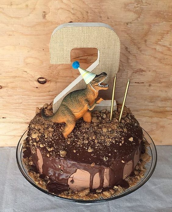 Awesome dinosaur cake - dinosaur birthday party