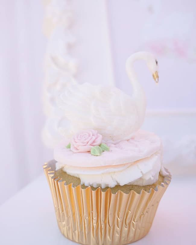 Pretty Swan Themed Birthday Cupcakes featured on Pretty My Party