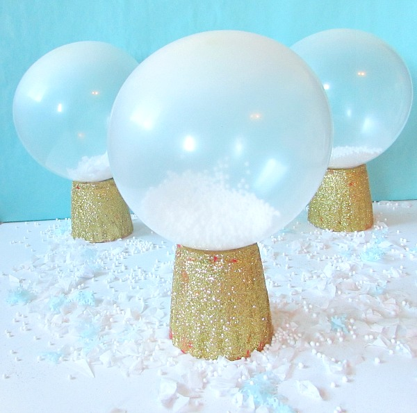 DIY Snow Globe Balloons | Winter Wonderland Party Ideas