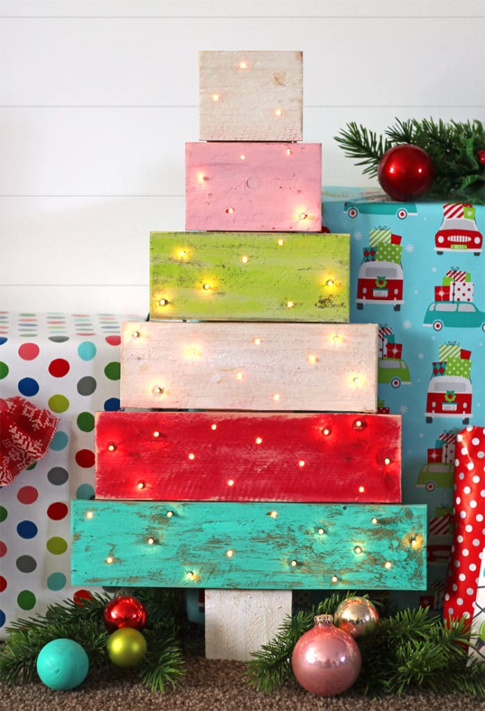 DIY Wood Pallet Christmas Tree With Lights