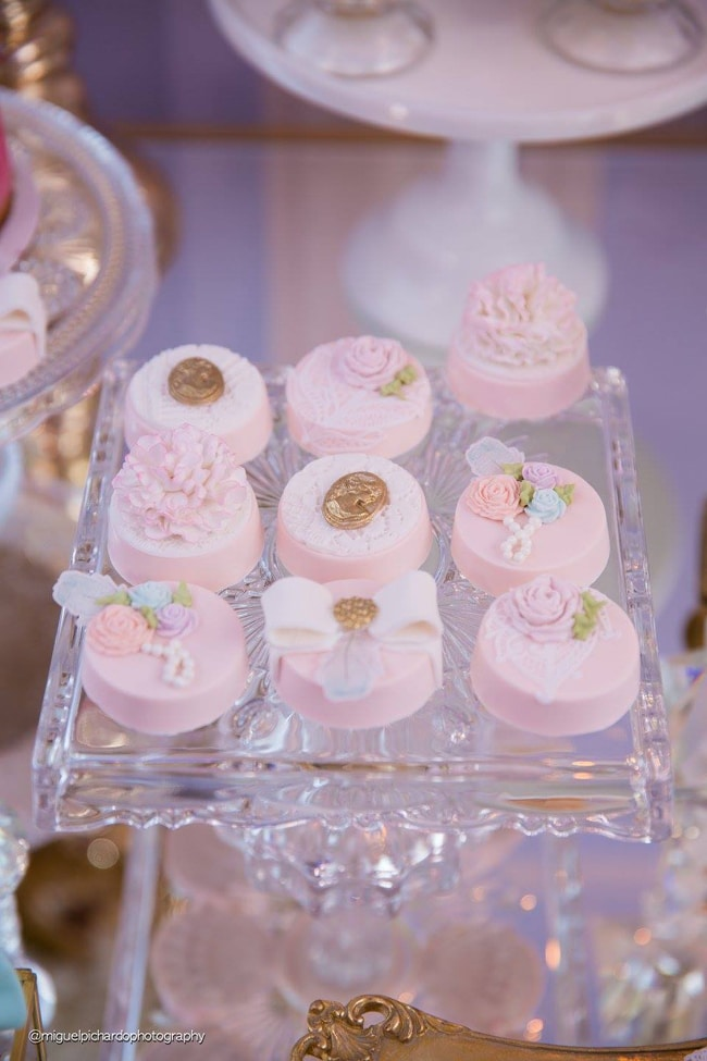 Gorgeous Marie Antoinette Baby Shower Oreos - Pretty My Party