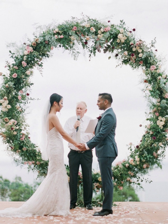 18 Circle Ceremony Arch Wedding Decoration Ideas Pretty
