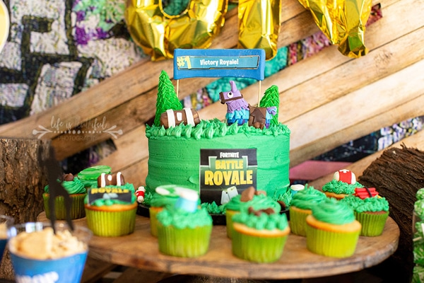 So I Made Her Banner By Designing A Three Inch Circle With The Llama And Letters To Spell Out Happy Birthday Skye Fortnite Cupcakes Ideas