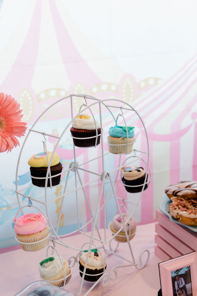 White Ferris Wheel Cupcake Holder