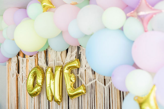 Gold ONE Balloon Banner With Balloon Garland