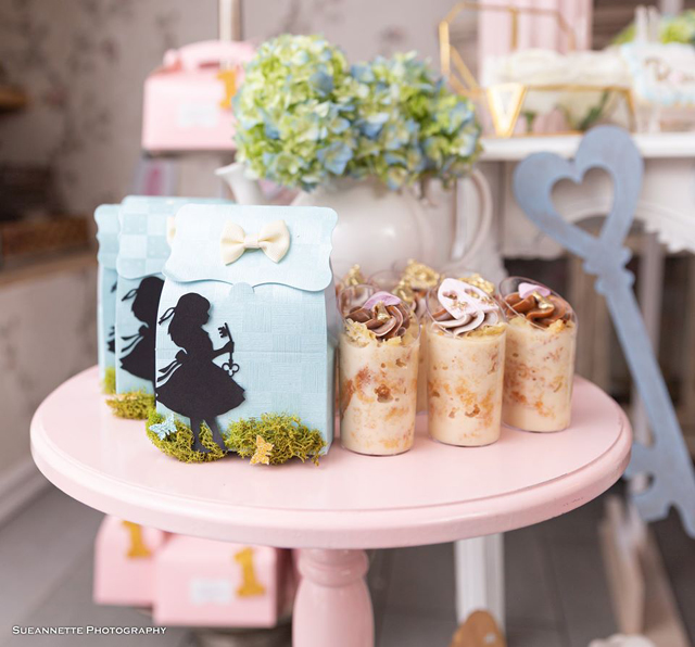 Blue Alice in Wonderland Favor Bags