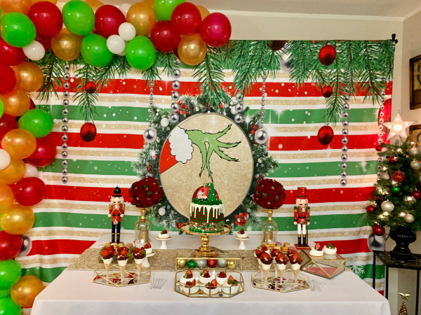 Grinch Party Dessert Table