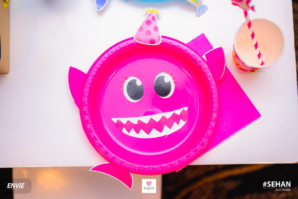 DIY Baby Shark Party Plate