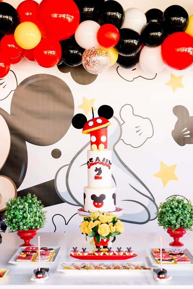 Mickey Mouse Dessert Table