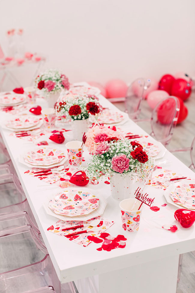 Children's Valentine's Day Party Tableware and Decorations
