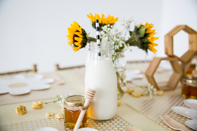 Honey Bee Party Table